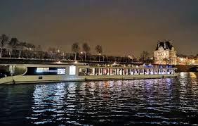 Soirées d'entreprise et séminaires à Paris : pensez à privatiser une péniche  %%page
