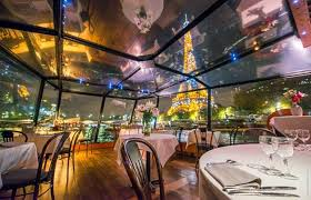 Soirée romantique : Dîner-croisière avec Champagne - La Marina - Office de  tourisme de Paris